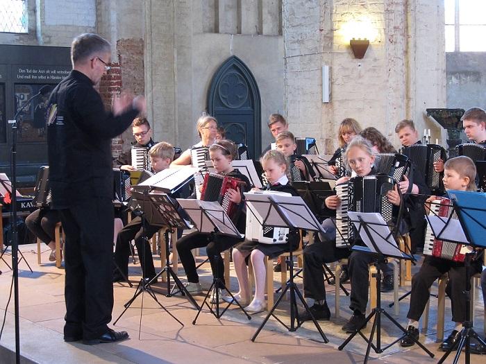 Interkulturelle Jugendbildung durch die Unterstützung der Arbeit des Deutsch-Polnischen Akkordeonorchesters